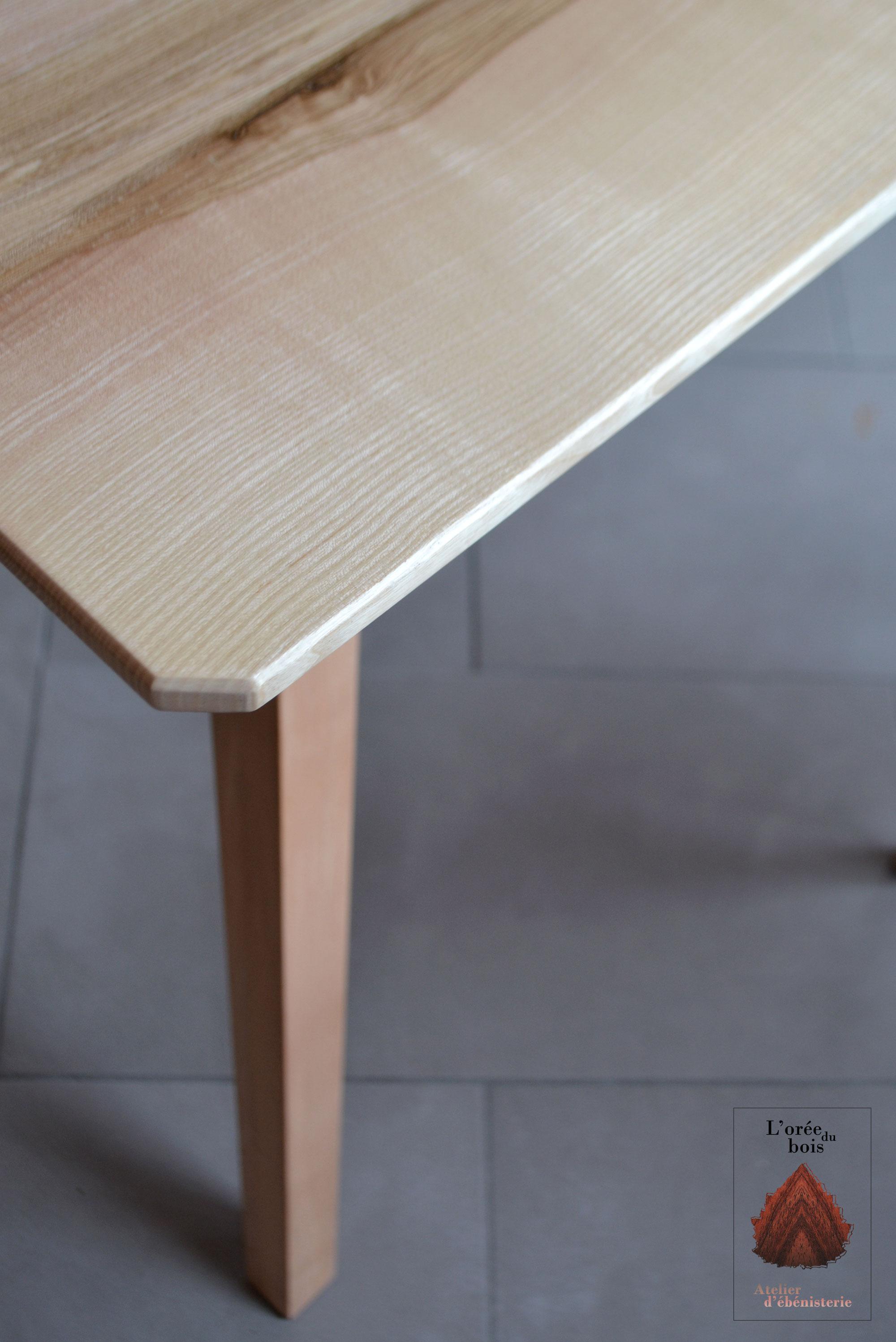 détail plateau frêne table salle à manger